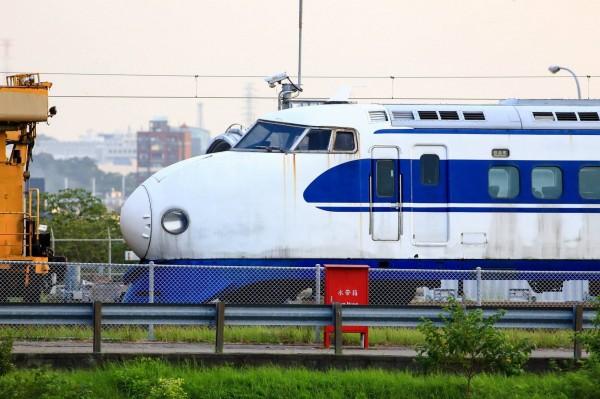 世界第一款高鐵車輛0系新幹線,因台灣高鐵與日本的合作之緣,有幸保存一輛先頭車在高鐵六家基地。(臉書粉絲專頁「雪羊視界 Vision of a Snow ram」提供)