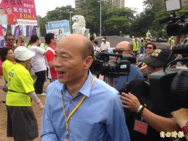 國民黨高雄市長候選人韓國瑜親赴現場抽籤。(記者黃旭磊攝)