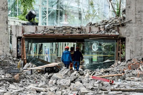 截止目前九寨溝強震已造成23人死亡、493人受傷,其中包含重傷45人,較嚴重56人,輕傷392人。(法新社)