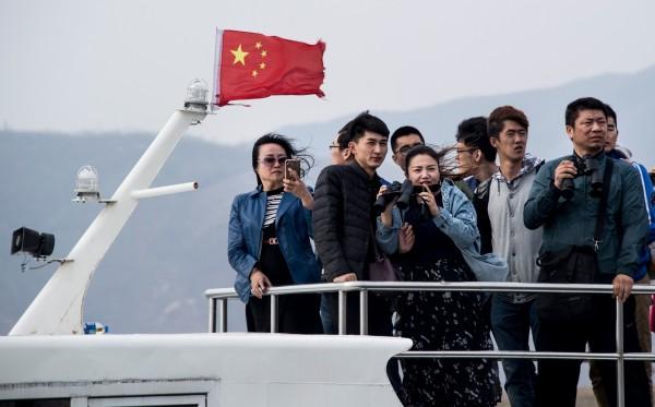 每天有數百名中國遊客從丹東登船,遊覽鴨綠江。(法新社)