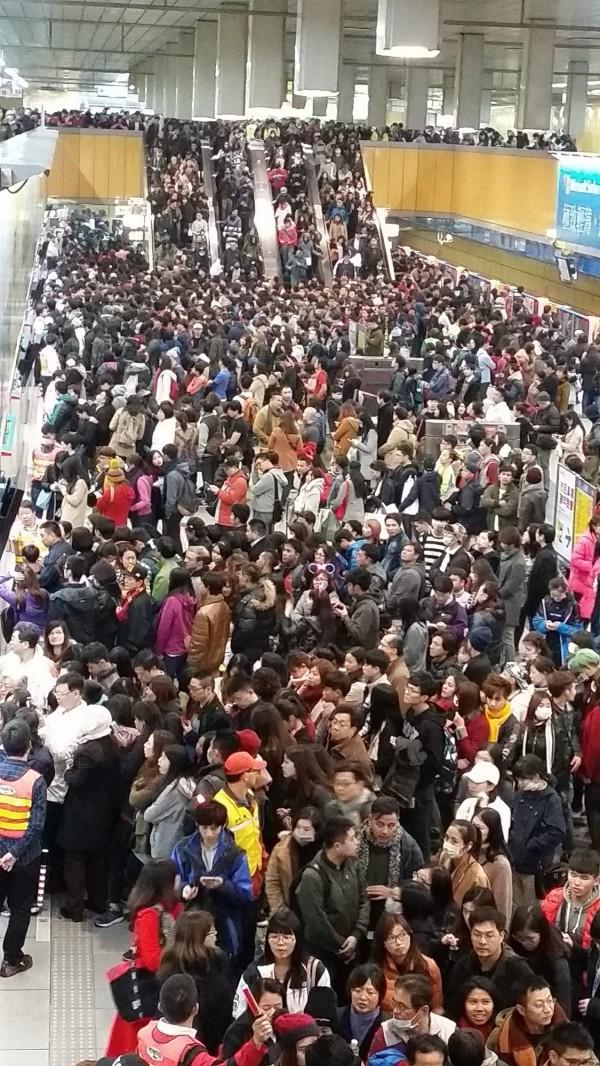 受到北捷列車跨年夜不收班、連續營運影響,台灣研究團隊觀測到地球磁場連續45小時的強度發生改變的狀況。(北捷提供)