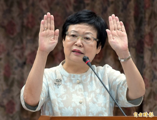 故宮博物院院長馮明珠今日在立法院教育委員會上台備詢。(記者王敏為攝)