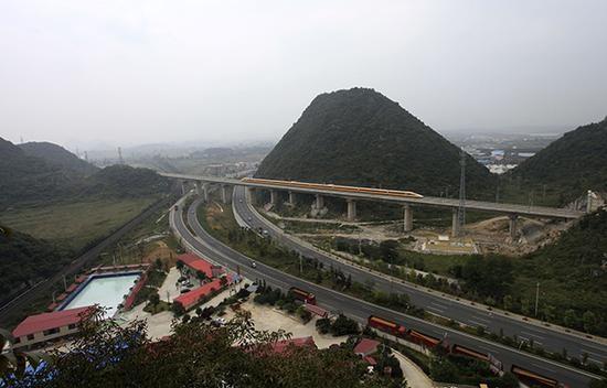 中國滬昆高鐵貴州段遭爆有多處隧道是豆腐渣工程。(圖片取自網路)