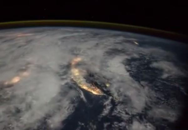 NASA公佈一段由國際太空站(ISS)所拍攝的影片,這段影片也讓台灣全貌清晰入鏡。(圖擷取自NASA Astronaut Randy