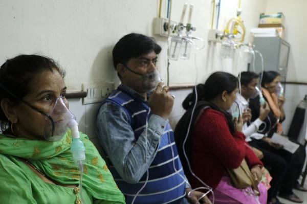每逢11月霧霾高峰期,印度各大醫院湧現患者。(法新社)