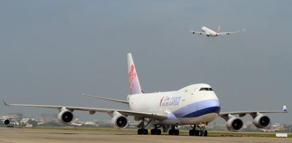 山竹颱風侵襲港澳,國泰、華航17日取消8航班。(華航提供)