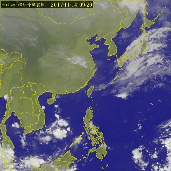 吳德榮指出,週六將有另一波東北季風及冷空氣南下,溫度驟降,週日清晨北台灣氣溫僅有14、15度左右。(圖擷取自中央氣象局)