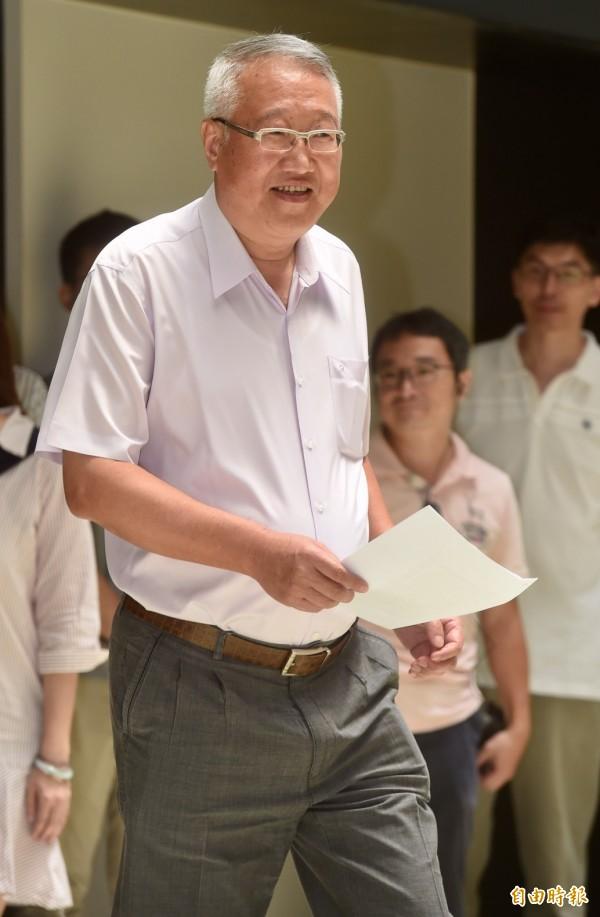 遭指控教唆殺人,正崴董事長郭台強11日召開記者會澄清。(記者簡榮豐攝)
