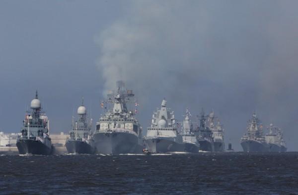 俄國海軍節慶祝活動於俄羅斯海軍基地舉行,場面壯觀。(路透)