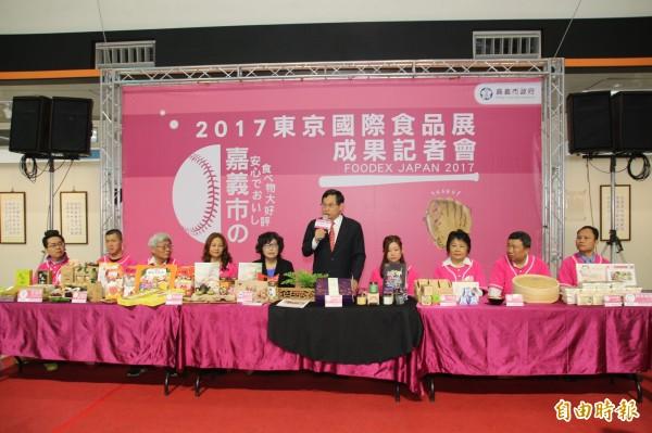 嘉義市長涂醒哲與八家參展業者分享成果。(資料照,記者丁偉杰攝)