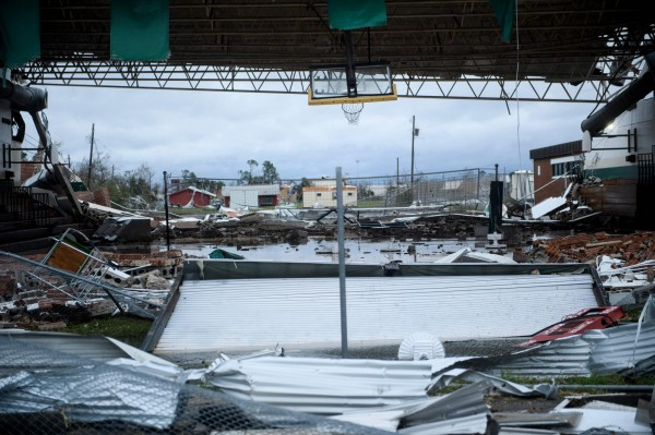 颶風麥可入侵美國佛州,造成災情。圖為墨西哥海灘(Mexico Beach)附近。(法新社)