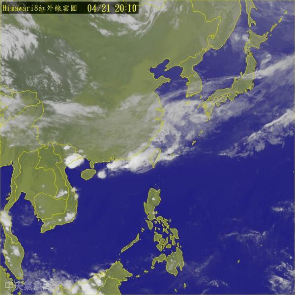氣象局指出,鋒面過後東北季風帶來涼空氣,明天北台灣低溫下探16、17度,其他地區低溫也來到19度左右。(翻攝自中央氣象局)