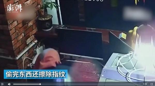 馬男偷竊作風謹慎,頭蓋著一塊步、戴著口罩,還使用布擦掉指紋,導致警方難以追查。(圖擷取自《澎湃新聞》報導專頁)