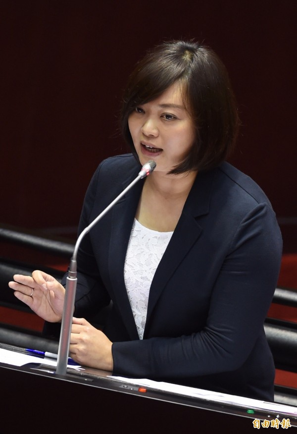 親民黨立委陳怡潔將提案修法,讓原本因為天然災害放假卻依舊去上班的勞工,可以至少領到雙倍薪水。(資料照,記者簡榮豐攝)