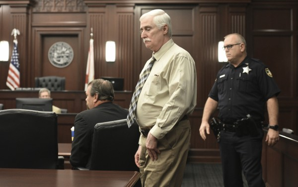 美國佛羅里達61歲男子史密斯(Donald Smith,中),涉嫌拐走8歲女孩佩瑞溫蔻(Cherish Perrywinkle),對她凌虐性侵並殺害。(美聯社)