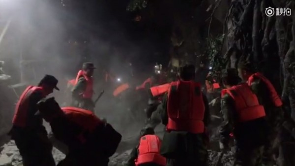 警消出動1108人趕至現場救援。(圖擷取自微博)