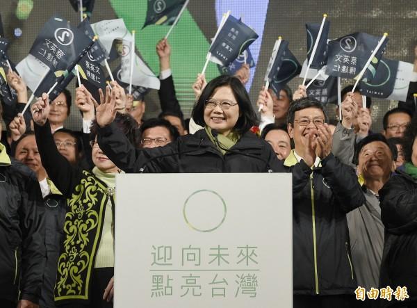 民進黨黨主席蔡英文以高票當選總統。(資料照,記者陳志曲攝)