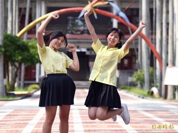 景美女中的黃色校服表現出活潑、開朗、樂觀的特質。(記者廖振輝攝)