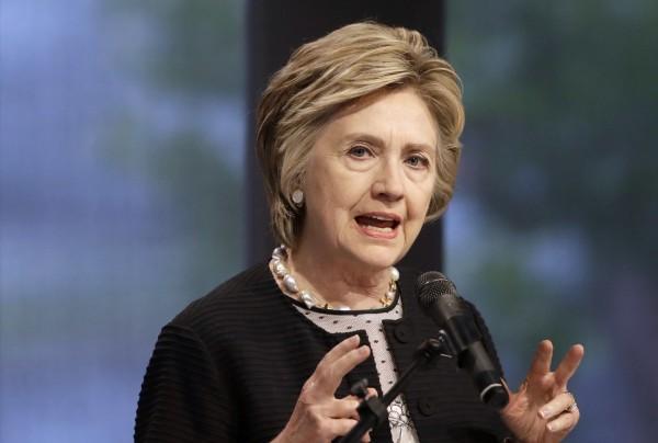 希拉蕊表示,她將把和溫斯坦有關的政治獻金捐贈給慈善機構。(美聯社)