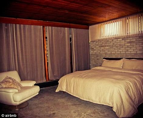 這棟房子共有2間臥室,可以容納4個房客。(圖片擷取自《每日郵報》)