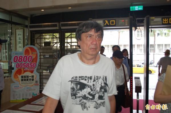 台北地檢署今下午出現一名樣貌神似豬哥亮的男子,引發民眾議論,不過該名男子並非豬哥亮,而是曾因涉嫌炒作股票、被控有不法獲利的股市炒手翁啟賢。(資料照,記者林俊宏攝)
