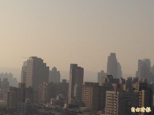 台肥台中廠被爆排放黃煙造成空污。台中空污示意圖,與本新聞無關。(資料照)