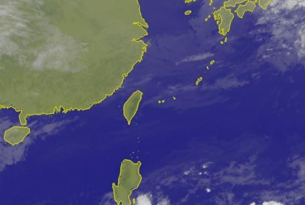 前氣象局預報中心主任吳德榮撰文指出,今天至週五全台天氣變化頻繁,北台灣幾乎是「一日一變」,這種天氣型態要直到週六才會改變。(圖截自氣象局)
