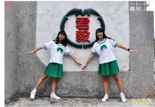 高職部女學生的制服配色,以校徽發想設計。(記者彭健禮攝)