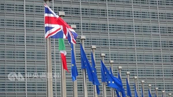 英国今天订出脱欧后与欧洲联盟(EU)未来经济和安全关系的计画细节。这项计画上周经过英国首相梅伊(Theresa May)内阁同意,但有2名大臣请辞,抗议遵循欧盟的货品贸易规则。(中央社)