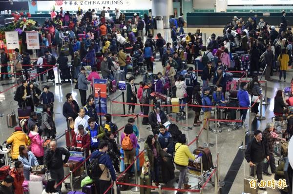 外交部今宣布,進一步大幅度放寬新南向國家旅客來台簽證措施。(資料照,記者劉信德攝)