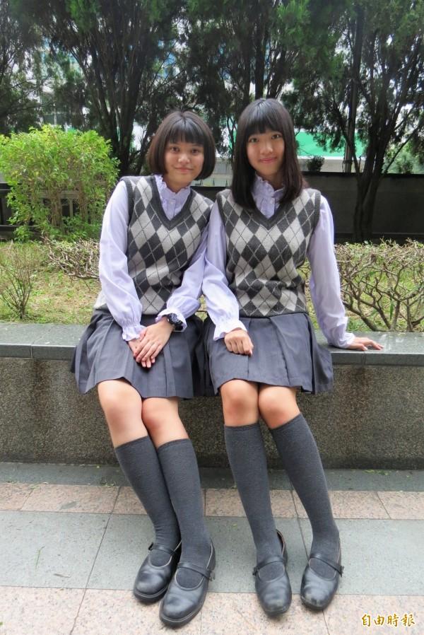 新民高中冬季制服薰衣草色系,學生直呼超優雅。(記者蘇孟娟攝)