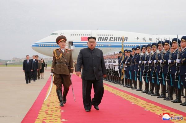 日本政府人士透露,金正恩有意和日本首相安倍晉三會面,舉辦「安金會」。(歐新社)