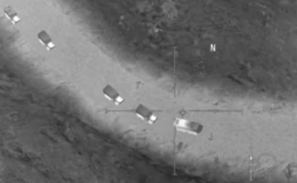 俄羅斯國防部週二公布照片,指控美國為伊斯蘭國車隊提供空中火力掩護。結果其中1張是電玩畫面(見圖)。(圖取自rbc)