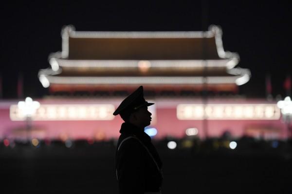 北京目前正在舉辦年度政治會議全國兩會,當局也將維安加強,但本次竟限制北京的餐廳、酒吧,店內的外籍顧客在兩會期間,同時段不得超過10人。(法新社)