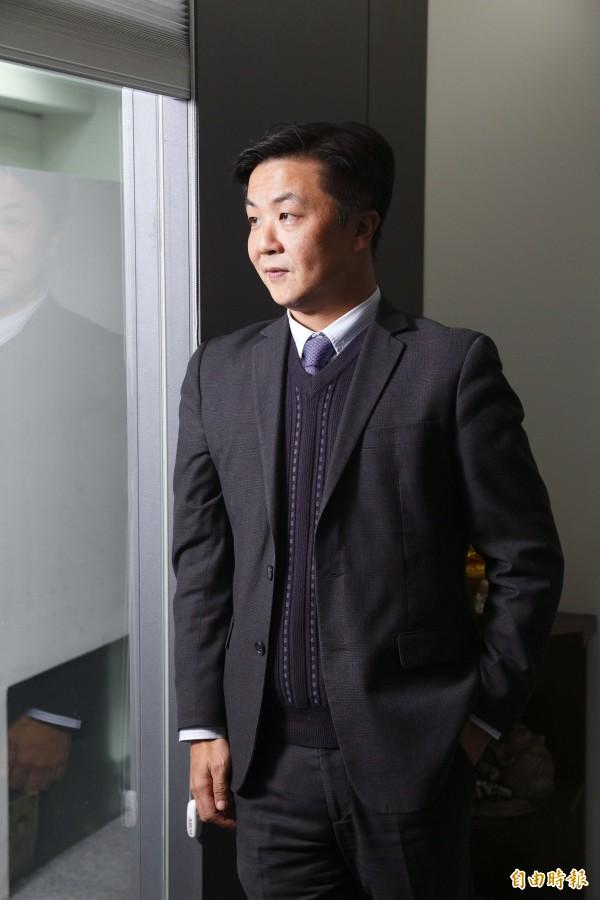 律師呂秋遠常在網路上發表時事看法,替網友分析感情問題。(資料照)