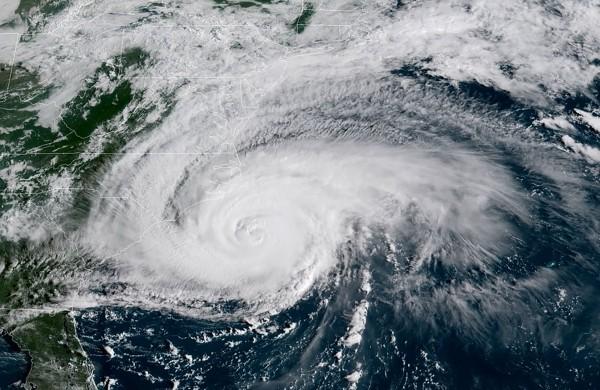 減弱為2級颶風的佛羅倫斯暴風圈比北卡和南卡加起來的面積還大。(法新社)