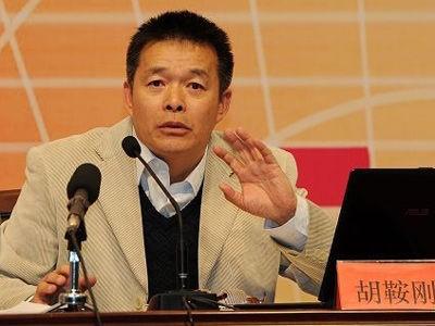中國清華大學日前確認首批18位「院士級」文科資深教授,上榜的18人多半是「頌習學者」,其中曾斷言「中國整體上已超越美國」的北京清華國情研究院院長胡鞍鋼也榜上有名。(圖擷自網路)