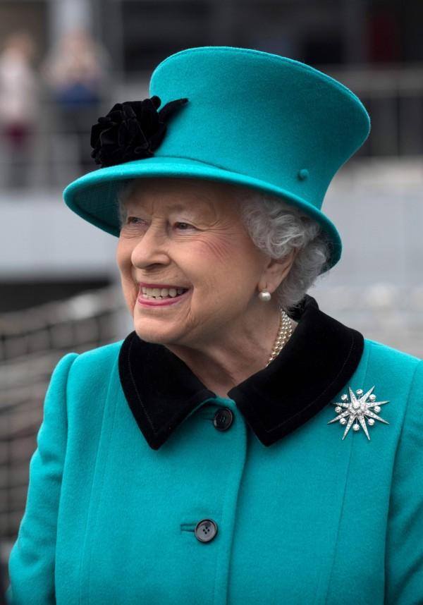存有機密文件的USB遺落街頭,裡頭包含 英國女王伊莉莎白二世(Queen Elizabeth II)的保安資料。(路透)
