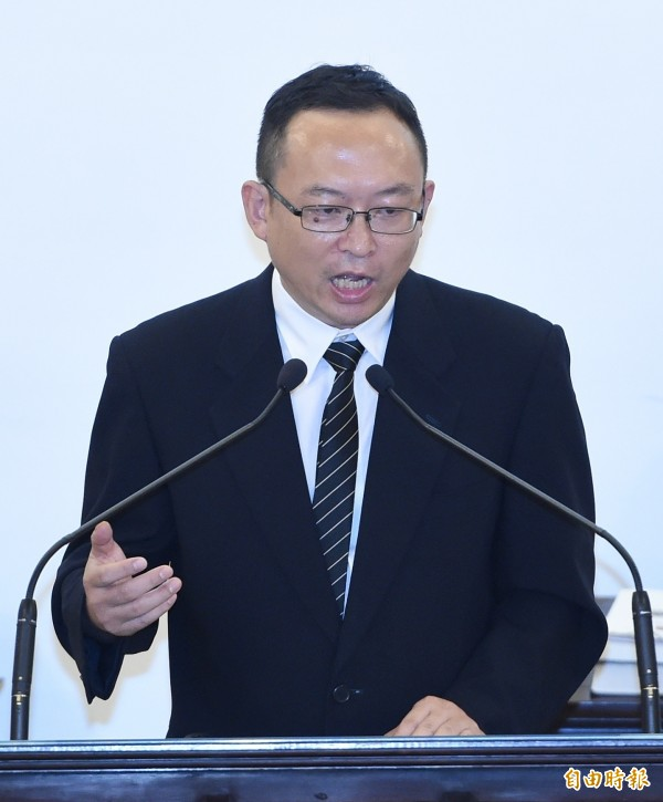 中國作家余杰(中)在會中講述劉曉波生平。(記者廖振輝攝)