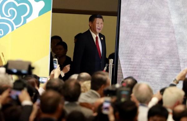 謝金河描述,在越南國家主席晚宴上,中國國家主席習近平(圖)是在眾人坐定後才進場,無人能近身與他手拍照。(路透)