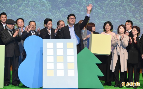 民進黨立委姚文智(中)17日舉行「TAIPEI×地殼翻轉運動」,正式宣布參選台北市長,多位黨籍立委、市議員到場力挺站台。(記者廖振輝攝)