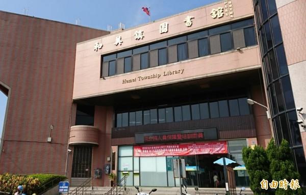 彰化和美圖書館近來內裝翻修,成為和美人借書的好去處。(記者劉曉欣攝)