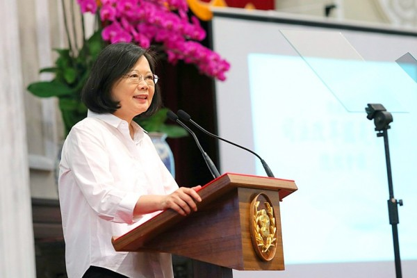 President Tsai Ing-wen speaks at the concluding meeting of the National Congress on Judicial Reform at the Presidential Office in Taipei yesterday. Photo: Lee Hsin-fang, Taipei Times