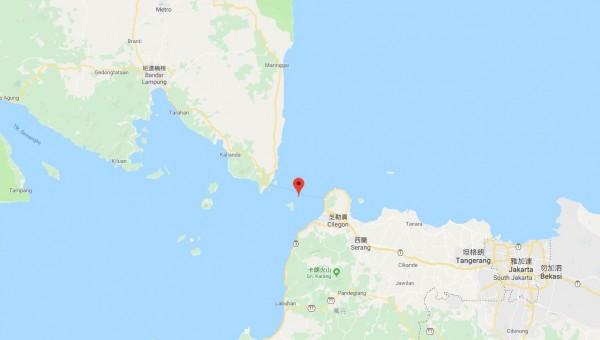 印尼巽他海峽(Sunda Strait)昨晚發生海嘯,造成嚴重死傷,當地已展開救援。(圖擷自Google地圖)
