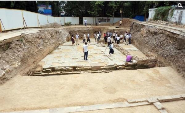 中國浙江省臨安市政府大院確認千年前吳越國遺跡。(圖擷取自網路)