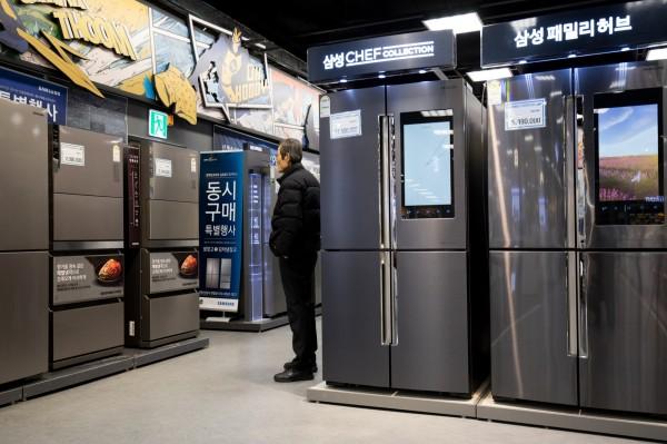 三星表示,由於高端機型的支持,讓三星在2018年第1季度美國冰箱市場佔據了22.3%的市佔率。(彭博)