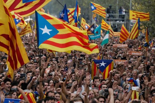 硬碰硬!加泰宣布獨立 西班牙解散加泰議會