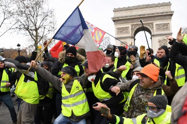 巴黎抗議群眾相當激進。(法新社)