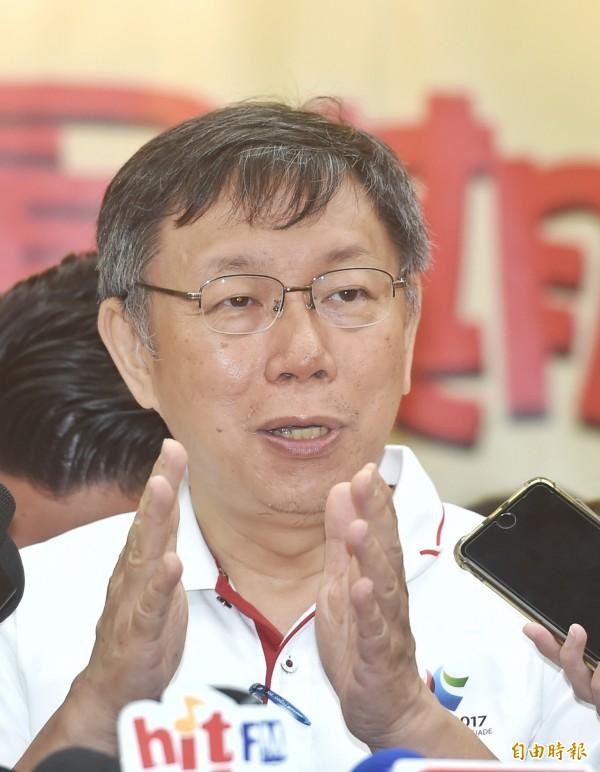 台北市長柯文哲17日出席「嗡嗡嗡市政小蜜蜂--暑期市政體驗營第三梯次開幕式」,會後接受媒體採訪。(記者方賓照攝)