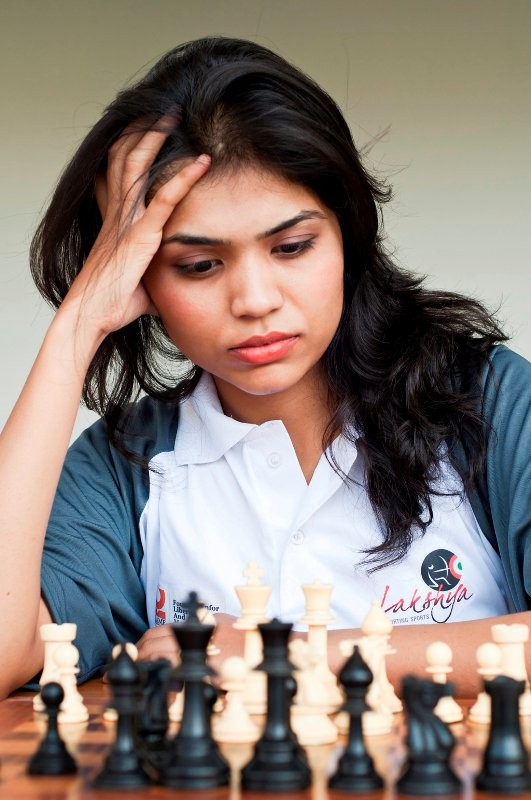 印度頂尖女西洋棋手史瓦米那尚(Soumya Swaminathan)日前宣布,她已退出亞洲西洋棋團體錦標賽(Asian Nations Chess Cup),因為主辦國伊朗強迫女性得戴上頭巾。(圖取自Soumya Swaminathan臉書)